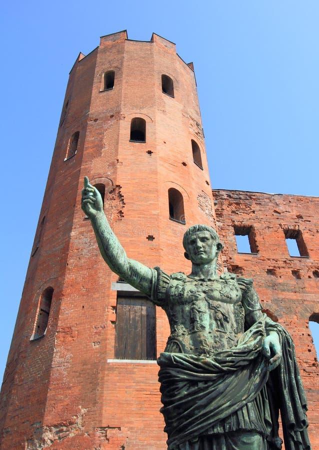 Статуя цезаря Augustus в Турине стоковое изображение rf