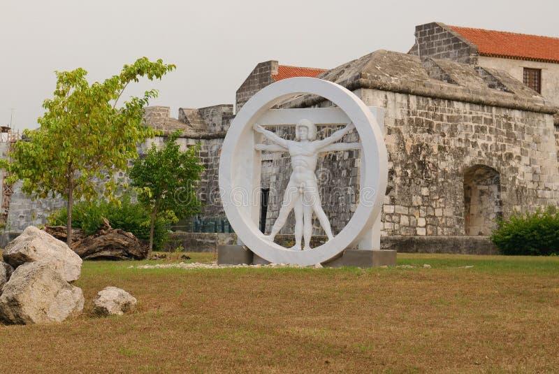 Статуя человека в круге стоковая фотография rf