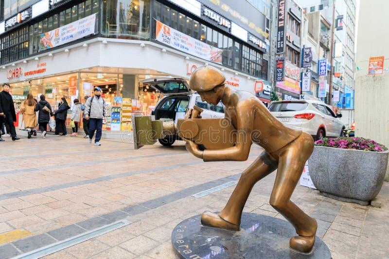Статуя человека камеры на квадрате BIFF стоковые фотографии rf