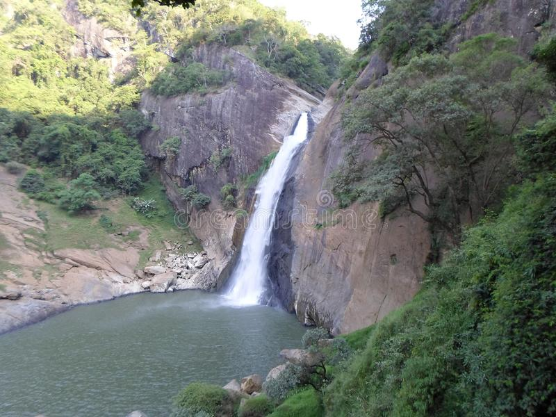Статуя Шри-Ланка воды Diyaluma стоковые фотографии rf