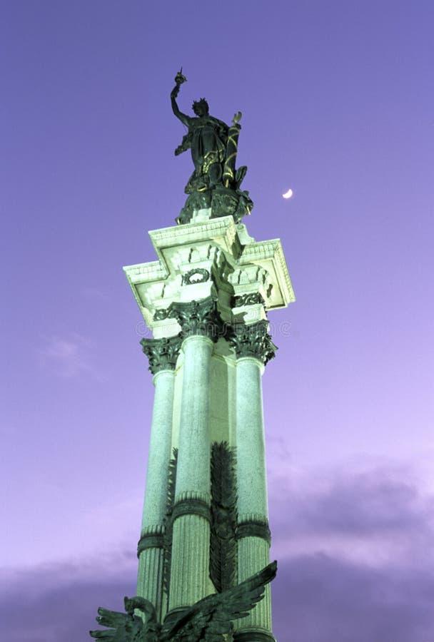статуя эквадора стоковые фотографии rf