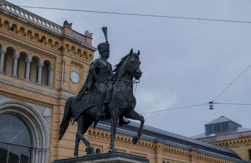 Статуя Эрнеста Augustus стоковое фото rf