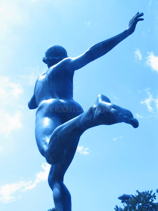 статуя 03 бегунков