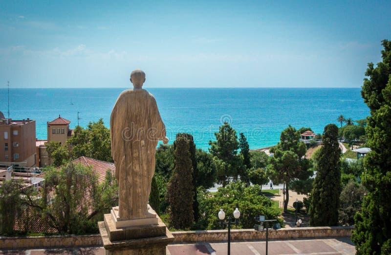 Статуя Augustus цезаря предусматривая Средиземное море стоковая фотография