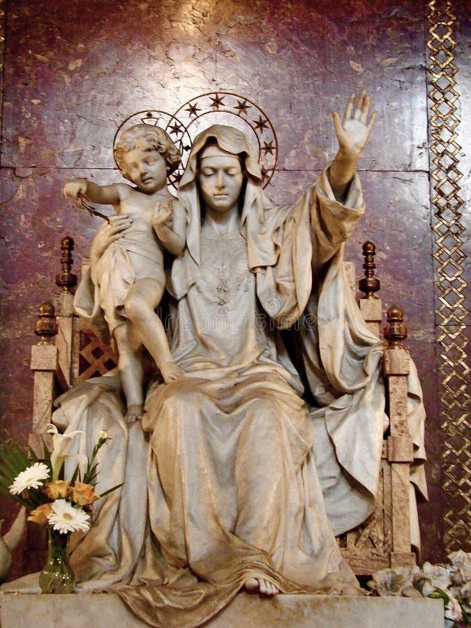 Статуя Ave Регины Pacis на di Santa Maria Maggiore базилики стоковые фотографии rf