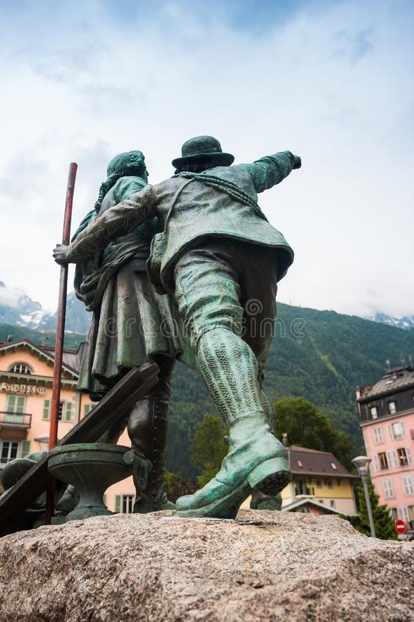 Статуя Balmat и Saussure в Шамони, Франции стоковое фото