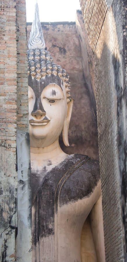 Статуя Bhudda в парке sukothai историческом к северу от Таиланда стоковые фотографии rf