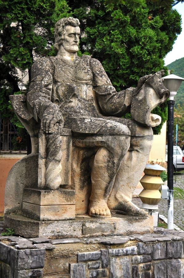 Статуя Coresi, средневековый принтер. Brasov, Румыния стоковые изображения rf