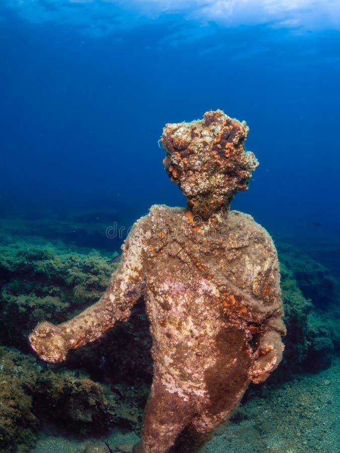 Статуя Dionysus с кроной плюща в Claudio's Ninfeum подводный, археология стоковые изображения rf