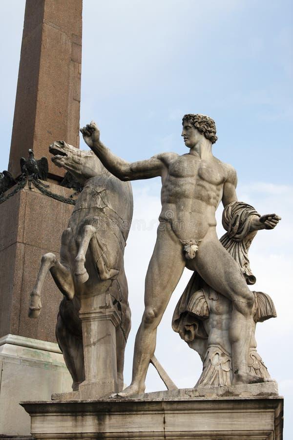 Download Статуя Dioscuri стоковое изображение. изображение насчитывающей место - 33727933