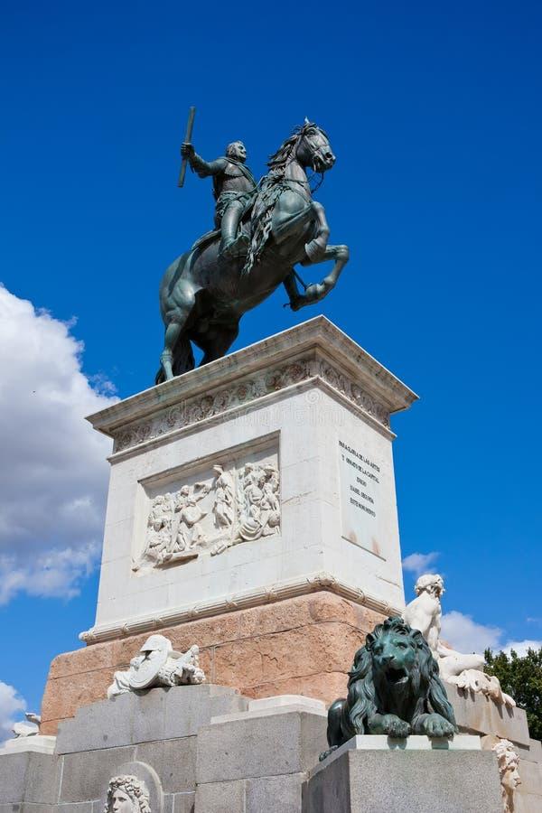 Download Статуя Felipe IV стоковое изображение. изображение насчитывающей национально - 37929189