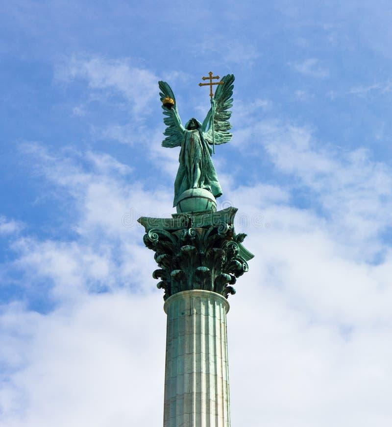 статуя gabriel archangel стоковые фотографии rf