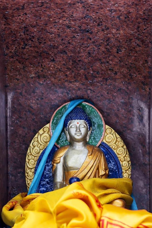 Статуя Gautam Будды в раздумье сделанном из гранита стоковая фотография rf