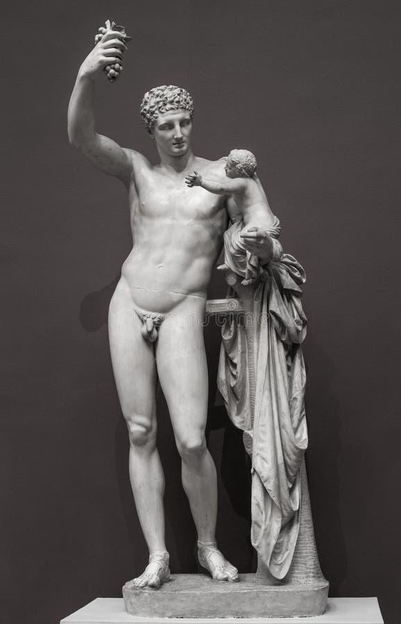 Статуя Hermes и молодого Dionysus стоковое изображение
