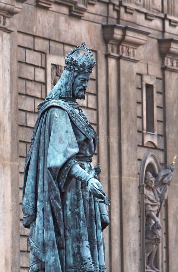 статуя iv charles стоковые фотографии rf