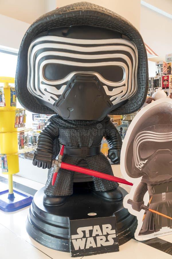 Статуя Kylo Ren от Звездных войн на кино стоковое фото