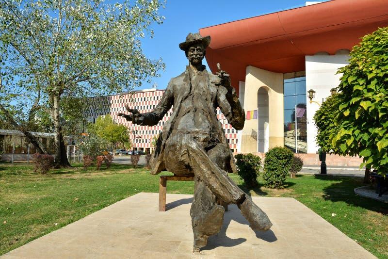 Статуя Luca Caragiale иона, Бухарест стоковые фотографии rf