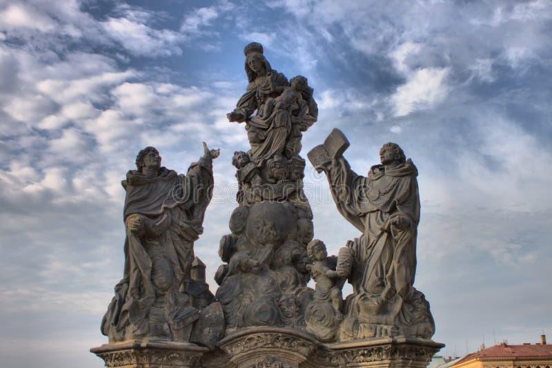 Статуя Madonna, St Dominic и St. Thomas Aquinas стоковые изображения