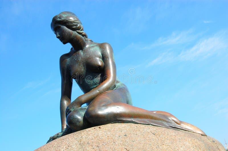 статуя mermaid copenhagen маленькая стоковые изображения rf