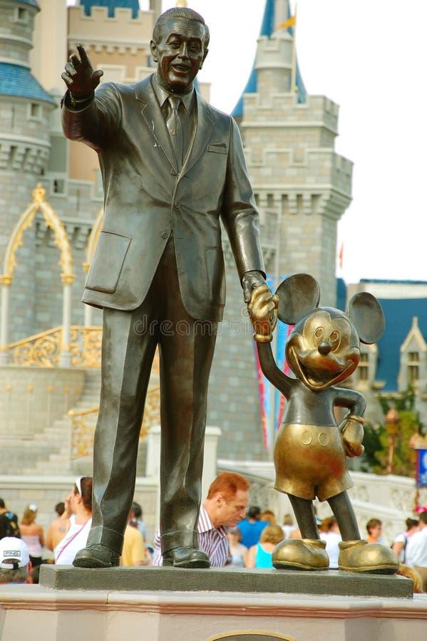 Статуя Mickey и Walt стоковые изображения rf