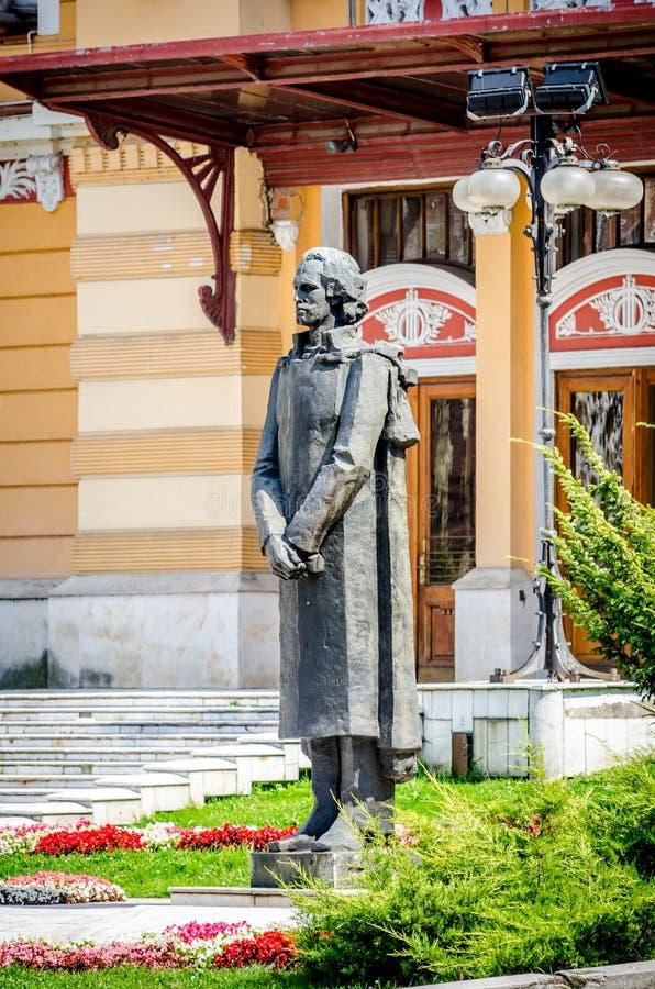 Статуя Mihai Eminescu, национального румынского поэта стоковые фотографии rf