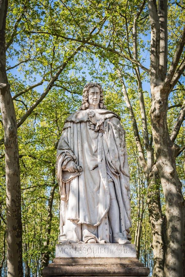 Статуя Montesquieu 1689-1755 в парке quinconces стоковое фото rf