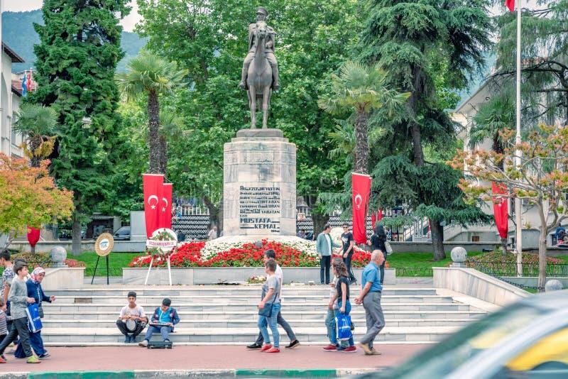 Статуя Mustafa Kemal Ataturk в Бурсе, Турции стоковая фотография rf