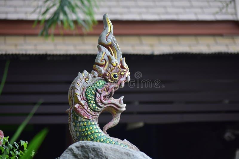Статуя Naga красивая и сильная, ремесло тайских людей стоковая фотография