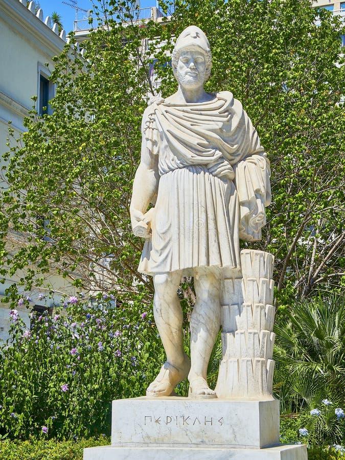 Статуя Pericles на улице Athinas Афин Attica, Греция стоковое изображение