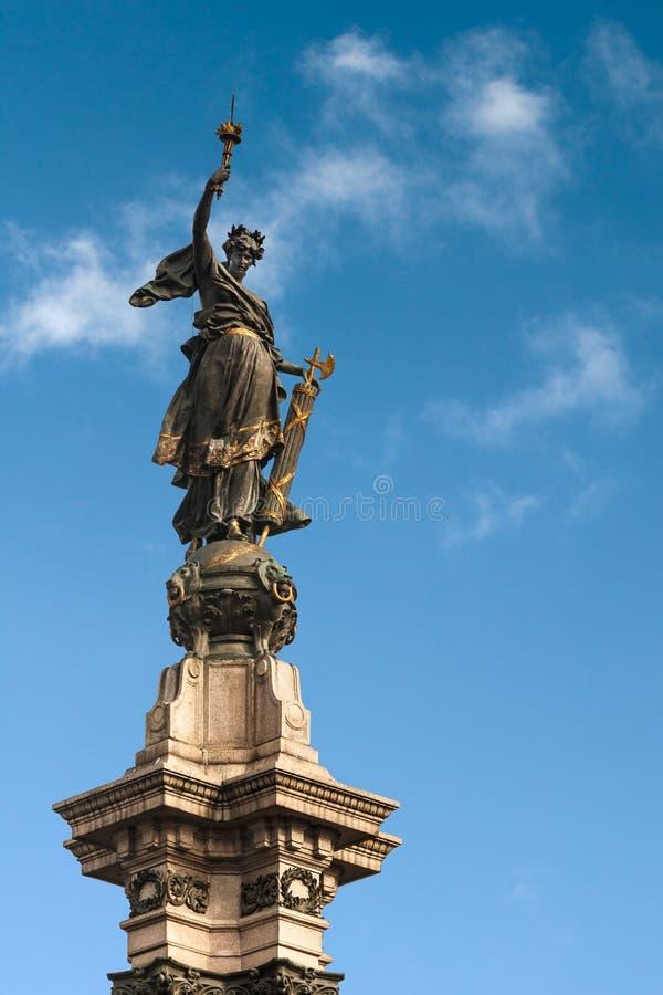 статуя quito вольности стоковое фото rf