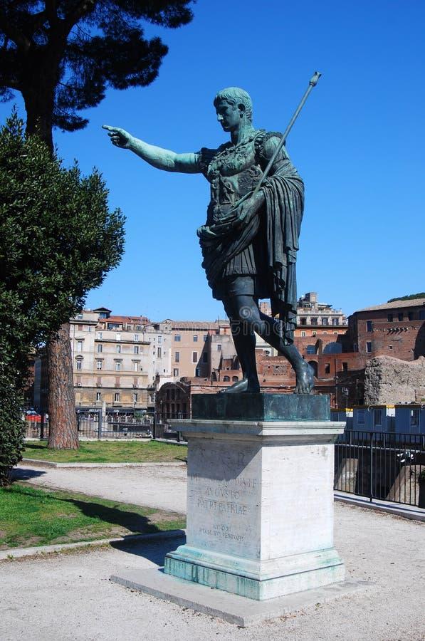 статуя rome императора augustus стоковые изображения rf