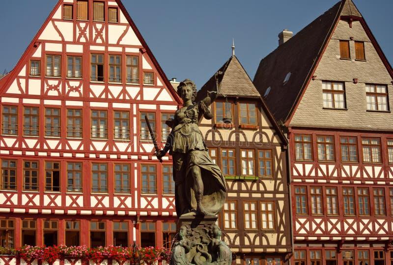 статуя romer justizia frankfurt стоковые изображения