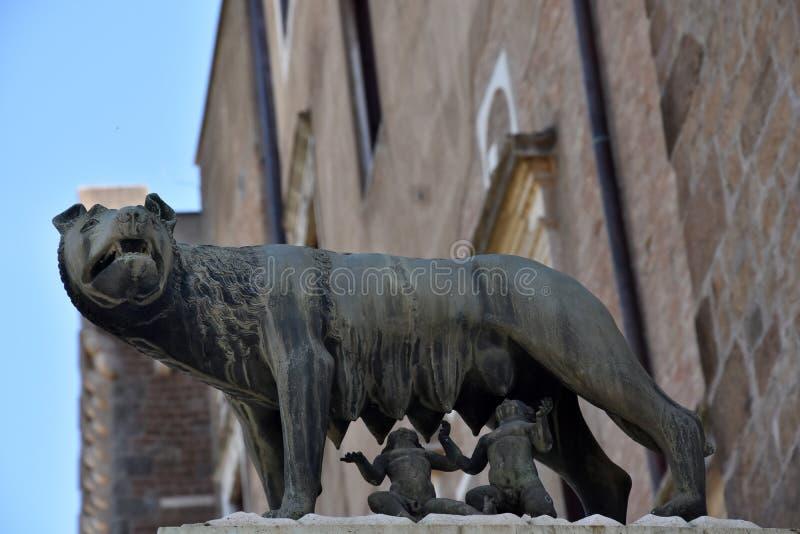 Статуя Romulus и Remus на холме Capitoline в Риме стоковые изображения