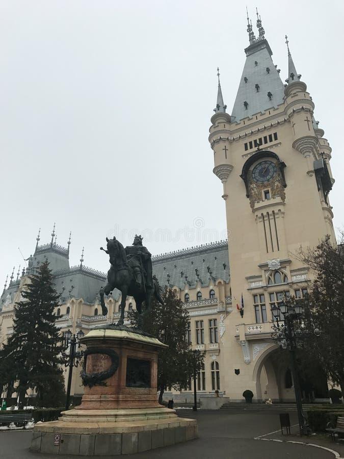 Статуя ` s Stefan в Iasi близко к дворцу культуры стоковое фото rf