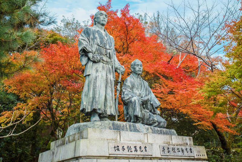 Статуя Sakamoto Ryoma с Nakaoka Shintaro стоковое фото rf