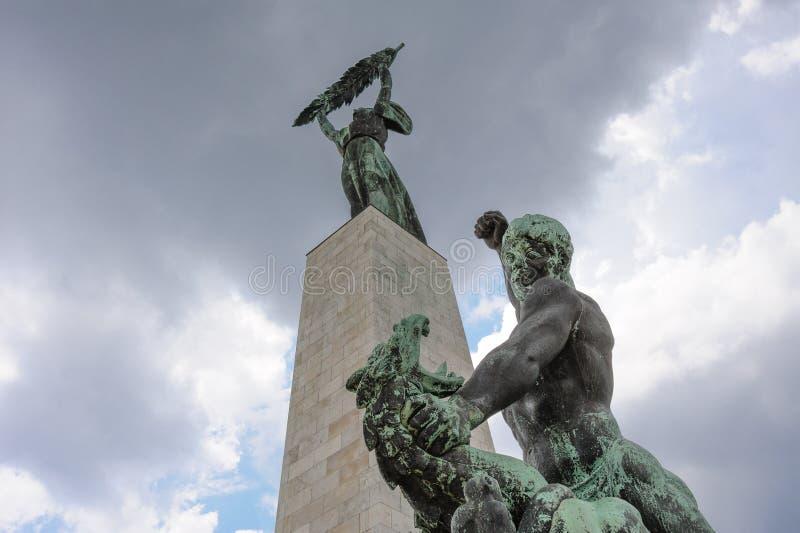 Статуя St. George нанося поражение дракону стоковые изображения rf