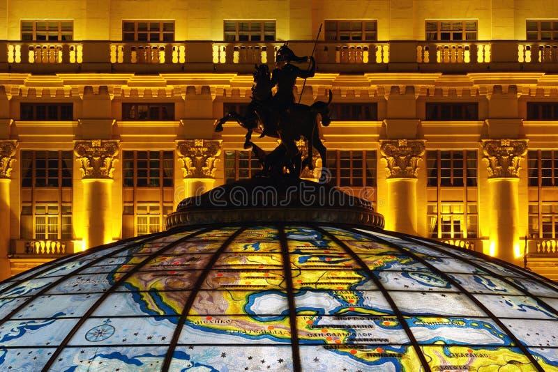 Статуя St. George на куполе стоковая фотография rf