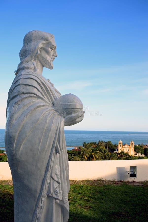 Статуя St Peter внутри Igreja делает Se da альта стоковые фотографии rf