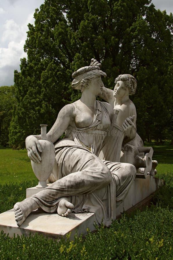 статуя stuttgart rosenstein нимф замока стоковое изображение