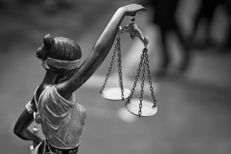 Статуя Themis с масштабами баланса стоковое фото rf