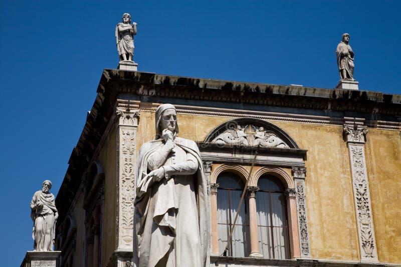 статуя verona dante стоковые фотографии rf