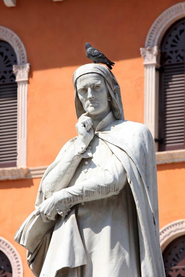 статуя verona dante alighieri стоковые фото