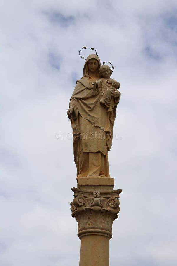 Статуя virgin с ребенком Иисусом стоковые изображения