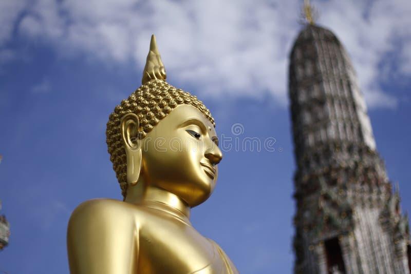 Статуя Wat Arun Будды стоковое фото