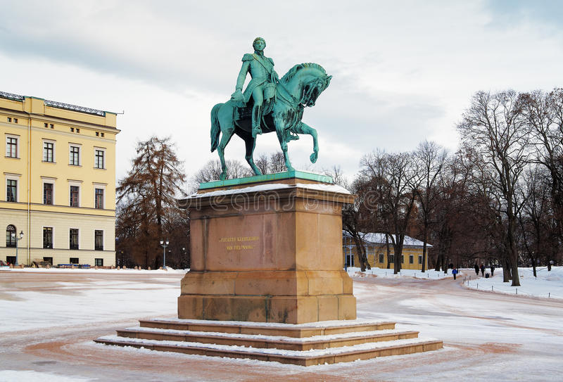 статуя XIV короля Норвегии Осло Карла johan стоковое фото rf