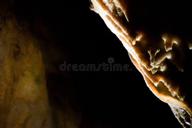 Сталактиты и flowstone в пещере стоковое фото