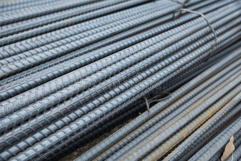 Стальные штанги используемые внутри усиливают бетон стоковое изображение rf