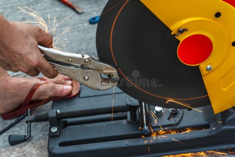 Сталь вырезывания работника стоковое фото rf