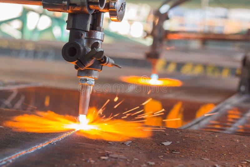 Сталь индустрии, Sparkles, сляб газовой резки огня стоковое фото