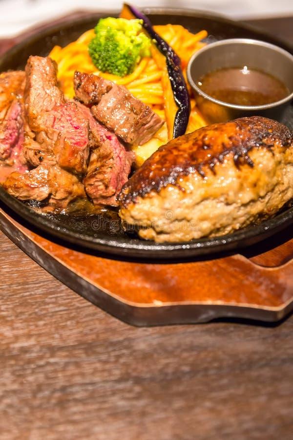 Стейк Гамбурга и говядины стоковое изображение